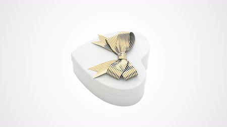 Loopable spin of heart shaped gift box