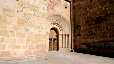 catedral :  Cathedral, medieval building. Lateral gate Stock Footage