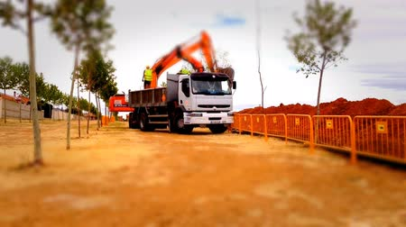 экскаватор : Loader truck working in a construction site, tilt shift effect