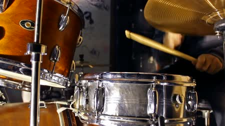 davulcu : Drums kit ; drummer playing on drum set,video clip Stok Video