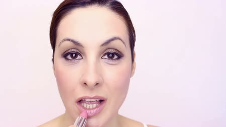 ruj : Young woman apply lipstick, Make-up, video clip