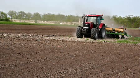 tavasz : Tractor with modern planter in a field sown agricultural crops,video clip Stock mozgókép