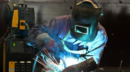 spawanie : Metal welding ; welder welding metal material in heavy industry manufacturing video clip
