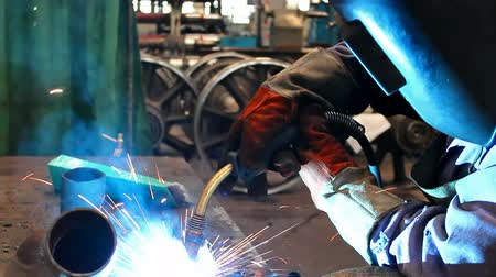 meşale : Plasma welding ;welding of metal with the unit for plasma welding,video clip Stok Video