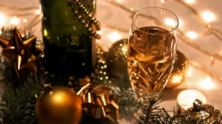 biżuteria : To make a toast ; Champagne glasses ready for New Years toast with the beautiful Christmas decorations,video clip