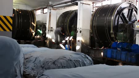 couro : Industrial tannery ; Plants for the tanning of the skin in large rotating drums in the leather industry, video clip