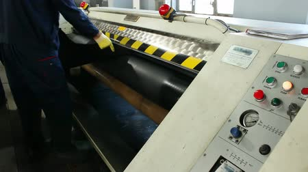 couro : Cowhide leather on the processing ; Worker treated bovine skin with a special machine in the leather industry,video clip