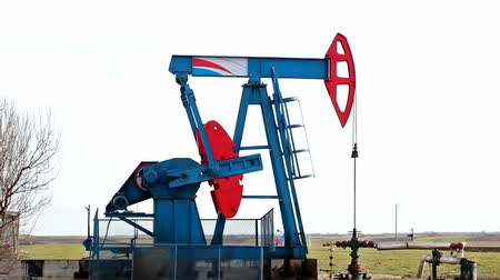 petrokimya : Oil pump ; Oil pump in work on oil fields,video clip