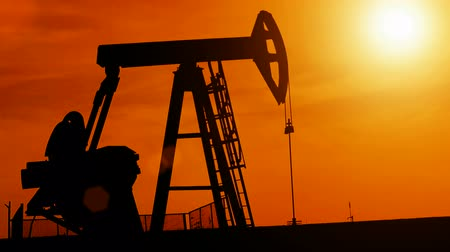 petrokimya : Silhouette of oil pump ; Working oil pump silhouette against sunset,video clip