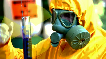 veneno : Radioactive substances  ; Chemical technician in a protective suit and gas mask performs testing of radioactive substances,video clip