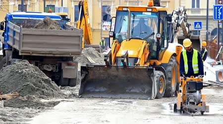 bagger : Construction work in the city ; City -Zrenjanin;Serbia; 12222014.Works on the reconstruction of heating pipes in the city street,video clip