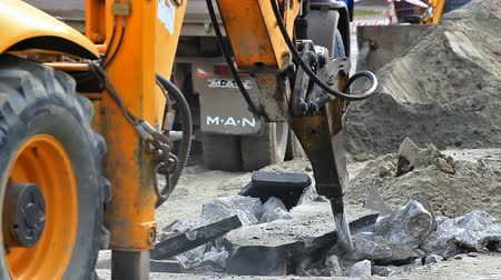 bagger : Hydraulic hammer ; City -Zrenjanin;Serbia; 12222014.Works on the reconstruction of heating pipes in the city street,video clip. Stock Footage