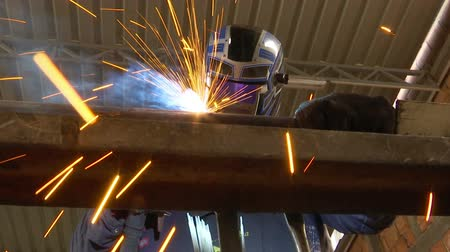 montáž : Welder worker in the metal industry ; Welder performs gas welding of metal construction in the workshop , video clip