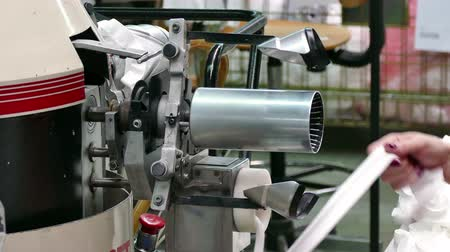 nejlon : Quality control of nylon socks ; Machine in the process of producing female nylon socks