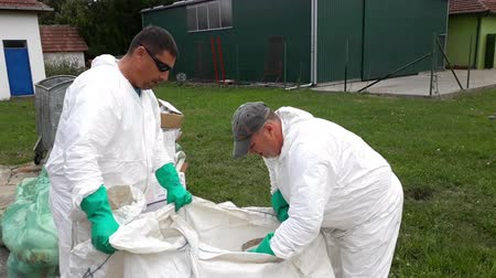 Zrenjanin ; Serbia ;07012018. Specially equipped workers perform the safe disposal of packaging  from pesticides and herbicides for agriculture in safe bags Wideo