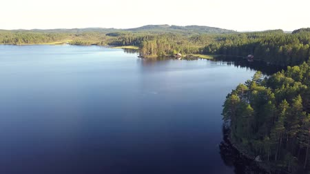 drone flight over a swedish lake Vídeos