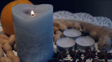 luz de velas : light the candle in the Christmas decoration
