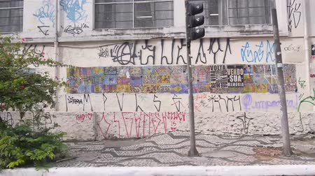 grafiti : Sao Paulo - Sides Streets With Griffiti From Moving Car - Side Angle