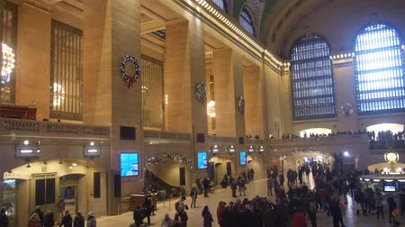 zegar : Christmas Decorations On Crowded Grand Central Train Station Walls - Static