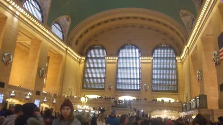 zegar : Crowded Grand Central Train Station - Tilt - Up To Down Wideo