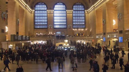 zegar : People Walking In Crowded Grand Central Train Station From Above - Static