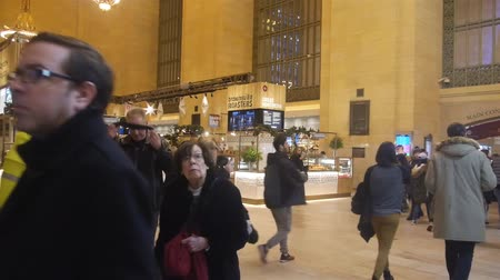 américa central : People Walking In Grand Central Station - Pan - Right To Left Stock Footage