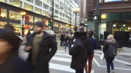 Észak amerika : People Crossing Street On Zebra Crossing Near Buildings - Slide Forward