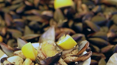 tradicional : Traditional Turkish Stuffed Fresh Mussel