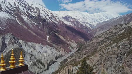 nepal : Incredible scenic mountain valley, snowy Tilicho Peak, red pagoda, Nepal Stock Footage