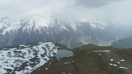 절벽 : Misty panorama, lake on snowy highland plateau, giant Annapurna mountain, Nepal
