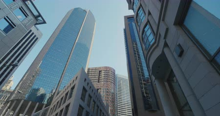 Finnancial district city high building in San Francisco low angle Wideo