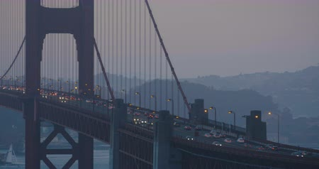 Golden Gate Bridge evening with fog and cars passing by during rush hour wide shot Wideo