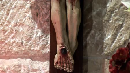 jezus : statue of the crucified Jesus in the grotto of Gethsemane Wideo