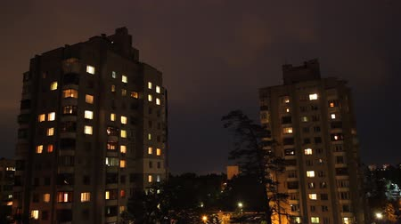 apartamentos : windows of the night city Stock Footage