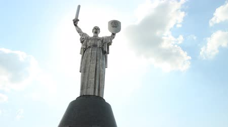 rzeźba : sculpture as a woman with a sword and shield - a monument Motherland in Kyiv, Ukraine