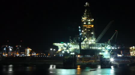 platforma : oil platform in port at night