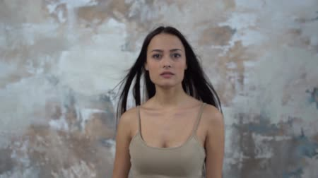 pocałunek : Young woman alone isolated on gray changing facial expression