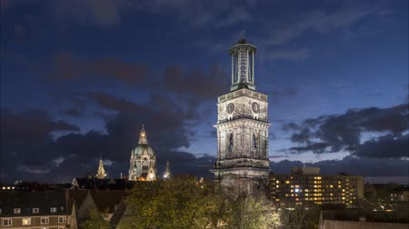 belediye binası : Hannover skyline at evening Stok Video