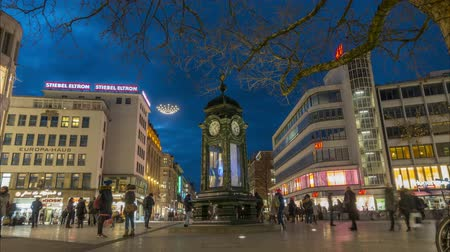 hanover : Hannover, Germany - January 10, 2018: The historic Kroepcke clock is a popular meeting place located on the central Kroepcke square in downtown Hannover. Time lapse. 4K