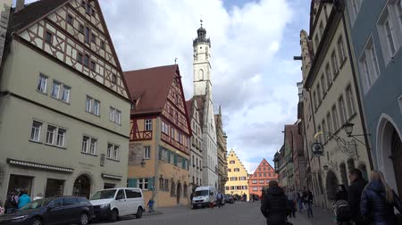 Бавария : Rothenburg ob der Tauber, Germany - March 31, 2018: Street view of Rothenburg ob der Tauber, a well-preserved medieval old town in Middle Franconia in Bavaria on popular Romantic Road through southern Germany.