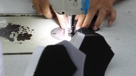 kumaş : zig-zag stitching operation in footwear factory