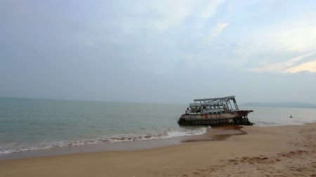 paslanmış : Broken boat on the beach in Chon Buri, Thailand Stok Video