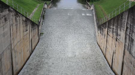 плотина : Water flowing from a dam at Dokkrai Reservoir Rayong, thailand