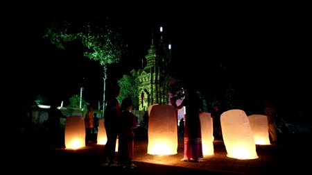 yeepeng : Chaing rai, Thailand - October 10, 2015: Loy Krathong festival in Chiangrai. People send light floating balloon made of paper in the temple.