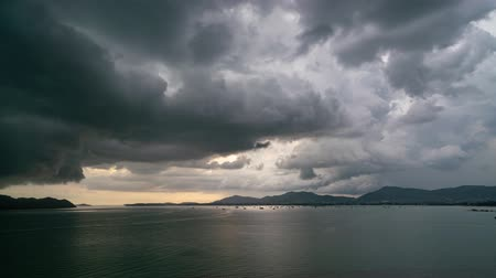 гром : Timelapse footage of Storm clouds and rain over sea Dark storm clouds passing video Time Lapse Стоковые видеозаписи