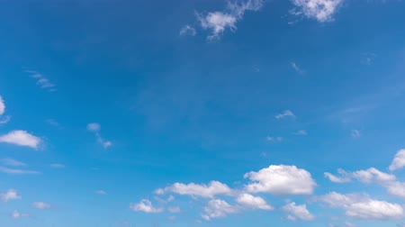 tropikal iklim : 4K-time lapse of blue sky and clouds in summer season Stok Video
