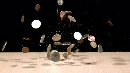 sterlin : coins splashing onto table Stok Video