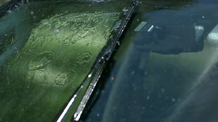 motorháztető : windshield wiper closeup Stock mozgókép