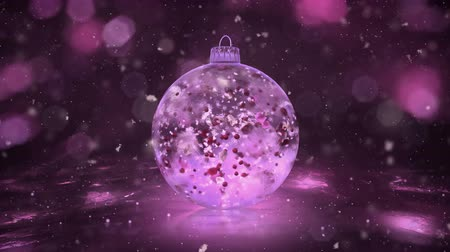 płatki śniegu : Christmas and New Year Rotating Pink Ball Ice Glass Bauble Decoration with snowflakes and red, pink, white petals inside. Perfect for wishing a Merry Christmas and a Happy New Year! Background 4k