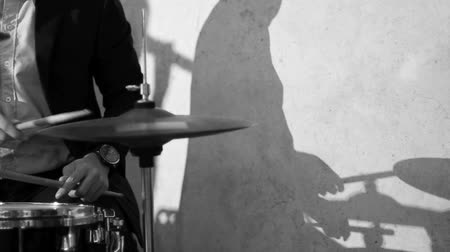 stín : Drummer and Shadow Movement